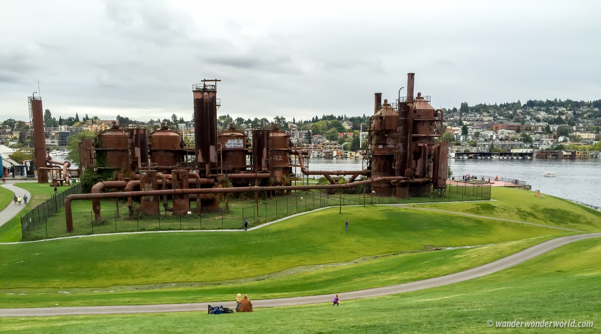 Gas Works Park: Beautiful Day & Night